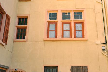 Maison Renaissance Place Gamboni à Brignais vue de l'extérieur
