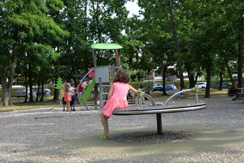 Aire de jeux parc Hotel de ville Brignais